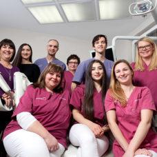MVZ Biebricher Allee - Zahnärzte und Praxisteam 2019